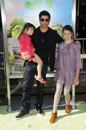 Dylan McDermott with Children Charlotte Rose and Colette
