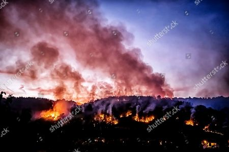 A forest fire was declared, leading to the installation of many terrestrial means to fight the fire. This fire spread rapidly through very dense vegetation due to the severe drought in the area. The fire devastated more than 5 forest hestares.
