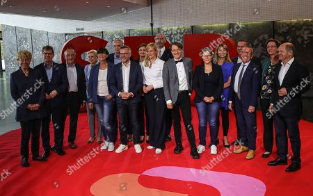 (L-R) Candidates Gesine Schwan, Ralf Stegner, Norbert Walter-Borjans, Hilde Matheis, Saskia Esken, Dierk Hirschel, Michael Roth, Simone Lange, Christina Kampmann, Alexander Ahrens, Karl Lauterbach, Nina Scheer, Petra Koepping, Boris Pistorius, Karl-Heinz Brunner, Klara Geywitz and Olaf Scholz during presentation of candidates at the start of the tour to present the candidates for the election of the SPD party leadership in Saarbruecken, Germany, 04 September 2019.