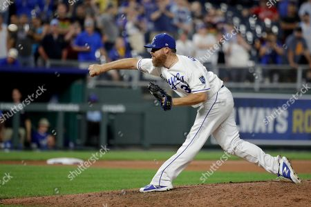 Kansas City Royals relief pitcher Ian Kennedy throws during the ninth inning of a baseball game against the Detroit Tigers, in Kansas City, Mo. The Royals won 5-4