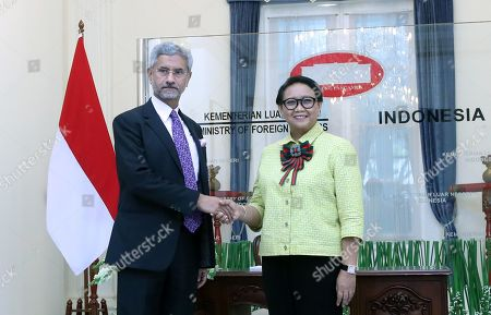 Indonesian Foreign Affairs Minister Retno Marsudi (R) and Minister of External Affairs of India Subrahmanyam Jaishankar (L) shake hands during a meeting in Jakarta, Indonesia, 05 September 2019. Jaishankar is in Indonesia to tighten bilateral ties between the two countries