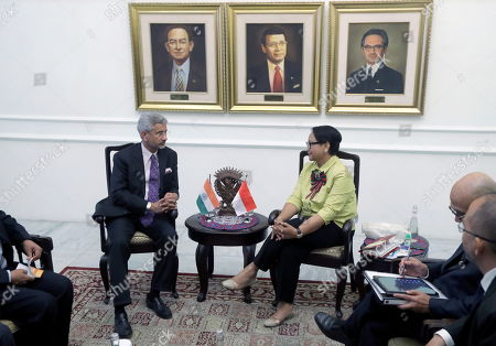 Indonesian Foreign Affairs Minister Retno Marsudi (R) and Minister of External Affairs of India Subrahmanyam Jaishankar (L) speak during a meeting in Jakarta, Indonesia, 05 September 2019. Jaishankar is in Indonesia to tighten bilateral ties between the two countries
