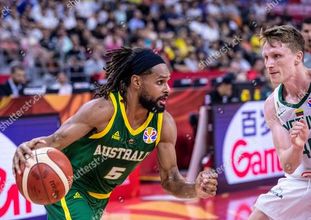 Patty Mills of Australia (L) in action against Marius Grigonis of Lithuania (R) during the FIBA Basketball World Cup 2019 match between Lithuania and Australia in Dongguan, China, 05 September 2019.
