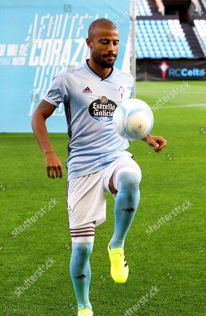 Celta Vigo's new Brazilian midfielder Rafinha performs during his presentation as new player of the Spanish La Liga soccer club in Vigo, Spain, 05 September 2019. Rafinha joined Celta Vigo on a loan deal from league rivals FC Barcelona.