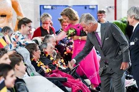 Queen Mathilde and King Philippe visits the Province of Heynowes. They go first to Bienne-Lez-Happart (Lobbes) to visit the Centre Arthur Regniers, a medical-educational institute for people with cerebral palsy and motor impairment. A brief visit is also planned at the Collégiale Saint-Ursmer of Lobbes, which celebrates its millennium. The Sovereigns then go to Charleroi to visit the new MaSTheCcell production facilities in the Biopark. They attend a presentation of the CATCH Plan (CATalyst 4 CHarleroi) which is followed by a meeting with young CEO's of the Biopark companies. The tour ends at Quia 10 in downtown Charleroi, a vibrant and interactive animated image center that offers a cultural and educational approach to film and gaming.