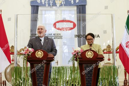 Foreign Affairs Minister of Iran Mohammad Javad Zarif (L) and Indonesian Minister for Foreign Affairs Retno Marsudi (R) take part in a joint press conference in Jakarta, Indonesia, 06 September 2019. Zarif is on a visit to Indonesia in an effort to strengthen bilateral ties between the two countries.