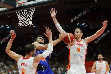 Alessandro Gentile (C) of Italy in action during the FIBA Basketball World Cup 2019 group J second round match between Spain and Italy in Wuhan, China, 06 September 2019.