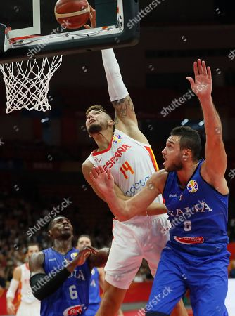 Willy Hernangomez Geuer (C) of Spain in action during the FIBA Basketball World Cup 2019 group J second round match between Spain and Italy in Wuhan, China, 06 September 2019.