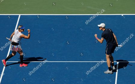 Jamie Murray of Great Britain and Bethanie Mattek-Sands of USA celebrate during play in the Mixed Doubles Final