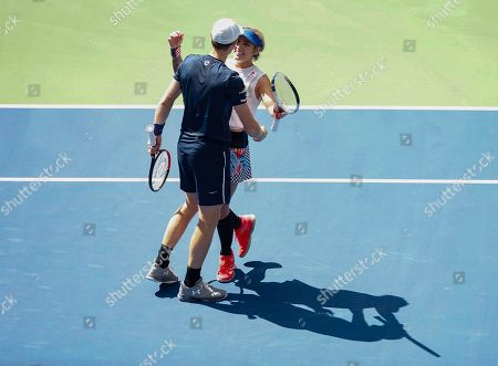 Bethanie Mattek-Sands of USA and Jamie Murray of Great Britain celebrate wining the Mixed Doubles Final