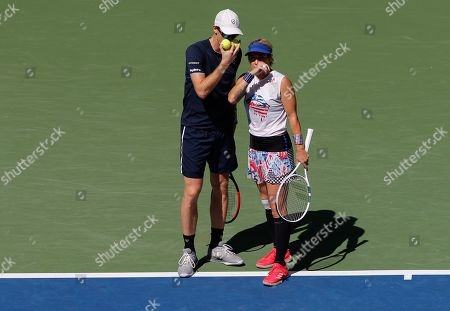 Jamie Murray of Great Britain and Bethanie Mattek-Sands of USA discuss tactics during play in the Mixed Doubles Final