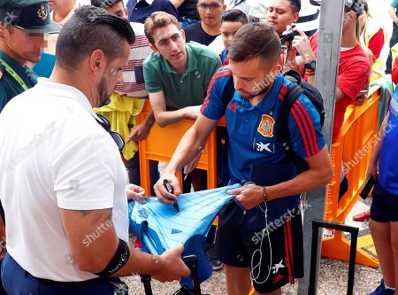 Spain's Jordi Alba (R) signs autographs upon his team's arrival at Asturias Airport in Santiago del Monte, northern Spain, 06 September 2019. Spain will face the Faroe Islands in their UEFA EURO 2020 group F qualifying soccer match in Gijon on 08 September 2019.