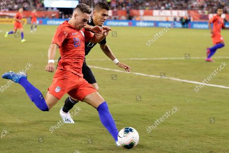 Tyler Boyd, Hector Moreno. U.S. forward Tyler Boyd (21) fends off Mexico defender Hector Moreno (15) during the first half of an international friendly soccer match, in East Rutherford, N.J