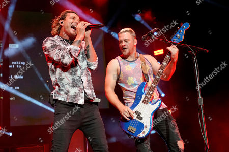 """Gavin Rossdale, Corey Britz. Gavin Rossdale, left, and Corey Britz of Bush performs on """"THE ALTIMATE TOUR"""" at the Hollywood Casino Amphitheatre, in Tinley Park, Ill"""