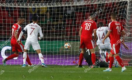Portugal's William Carvalho, second right, scores his side's opening goal during the Euro 2020 group B qualifying soccer match between Serbia and Portugal, on the stadium Rajko Mitic in Belgrade, Serbia