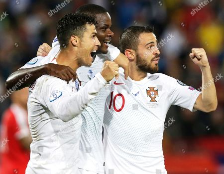 Portugal's William Carvalho (C) celebrates with teammates Cristiano Ronaldo (L) and Bernardo Silva (R) after scoring the 1-0 lead during the UEFA EURO 2020 group B qualifying soccer match between Serbia and Portugal in Belgrade, Serbia, 07 September 2019.