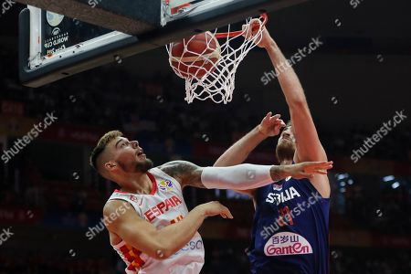 Nikola Milutinov (R) of Serbia in action against Willy Hernangomez Geuer of Spain during the FIBA Basketball World Cup 2019 match between Spain and Serbia in Wuhan, China, 08 September 2019.