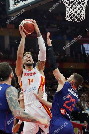 Willy Hernangomez Geuer (L) of Spain in action against Marko Guduric of Serbia during the FIBA Basketball World Cup 2019 match between Spain and Serbia in Wuhan, China, 08 September 2019.
