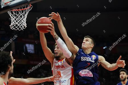 Willy Hernangomez Geuer (L) of Spain in action against Bogdan Bogdanovic of Serbia during the FIBA Basketball World Cup 2019 match between Spain and Serbia in Wuhan, China, 08 September 2019.