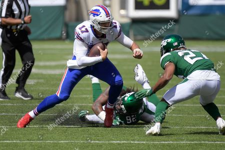 New York Jets cornerback Darryl Roberts (27) closes in on Buffalo Bills quarterback Josh Allen (17) as Leonard Williams (92) misses a tackle during the first half of an NFL football game, in East Rutherford, N.J