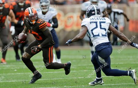 Cleveland Browns wide receiver Odell Beckham Jr. (13) avoids Tennessee Titans cornerback Adoree' Jackson (25) during the first half in an NFL football game, in Cleveland
