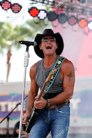 Country singer Tim McGraw before the first half an NFL football game between the Tampa Bay Buccaneers and the San Francisco 49ers, in Tampa, Fla