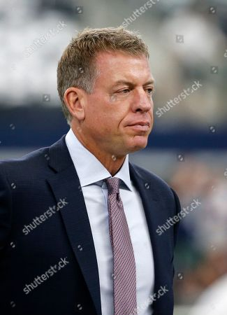 Broadcast personality Troy Aikman watches the New York Giants and Dallas Cowboys warm up before a NFL football game in Arlington, Texas
