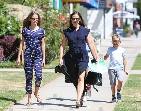 Violet Affleck, Jennifer Garner and Samuel Affleck