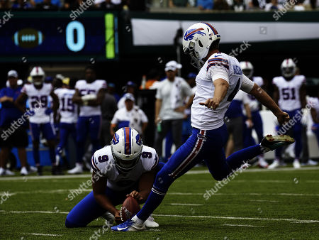 , 2019, East Rutherford, New Jersey, USA: Buffalo Bills kicker Stephen Hauschka (4) kicks a field goal in the first half during a NFL game between the Buffalo Bills and the New York Jets at MetLife Stadium in East Rutherford, New Jersey. The Bills defeated the Jets 17-16