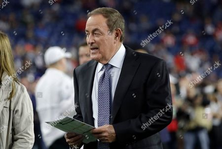 Broadcaster Al Michaels walks on the field before an NFL preseason football game between the Pittsburgh Steelers and the New England Patriots, in Foxborough, Mass