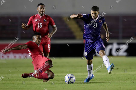 Panama's Edgar Barcenas, left, and Bermuda's Nahki Wells fight for the ball during a Concacaf Nation League soccer match at Rommel Fernandez stadium in Panama City