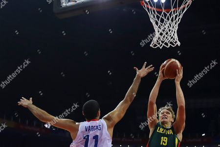 Mindaugas Kuzminskas (R) of  Lithuania in action against Eloy Vargas (L) of Dominican Republic during the FIBA Basketball World Cup 2019 match between Dominican Republic and Lithuania in Nanjing, China, 09 September 2019.