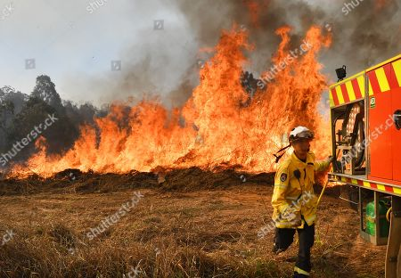New South Wales Rural Fire Service (NSW RFS) firefighters back burning and fighting fires on Long Gully Road in the northern New South Wales town of Drake, Australia, 09 September 2019. A number of homes have been destroyed by bushfires in northern New South Wales and Queensland.