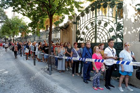 People queue up to pay their respects to late Spanish singer Camilo Sesto at his funeral chapel installed at the Spanish Society of Authors and Publishers (SGAE) in Madrid, Spain, 09 September 2019. Camilo Sesto died from a cardiac arrest at a clinic in Madrid in the early hours of 08 September 2019 at the age of 72.