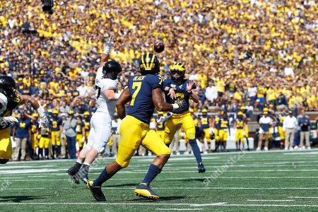 Michigan quarterback Shea Patterson (2) throws to wide receiver Tarik Black (7) against Army in the first half of an NCAA college football game in Ann Arbor, Mich