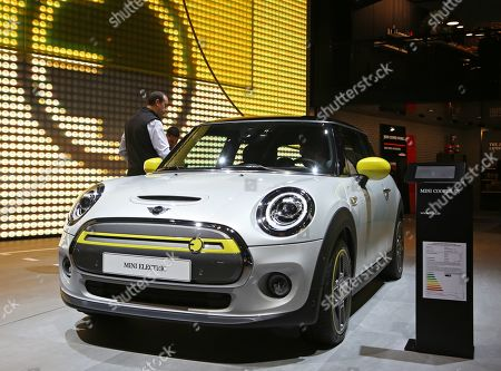 A visitor inspects a Mini Cooper SE Electric car on display at the International Motor Show IAA in Frankfurt Main, Germany, 10 September 2019. The 2019 International Motor Show Germany IAA 2019, which this year promotes itself under the motto 'Driving tomorrow', takes place in Frankfurt am Main from 12 to 22 September 2019. The IAA 2019 will also feature numerous world premieres, and has a special focus on electric mobility and digitization.
