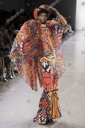 Maria Borges on the catwalk