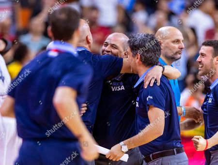 Argentina's head coach Sergio Hernandez (C) celebrates with team members after winning the FIBA Basketball World Cup 2019 quarter final match between Argentina and Serbia in Dongguan, China, 10 September 2019.