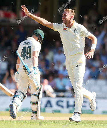 England's Stuart Broad celebrates the wicket of Steve Smith of Australia (L) out for 23 runs caught England's Ben Stokes