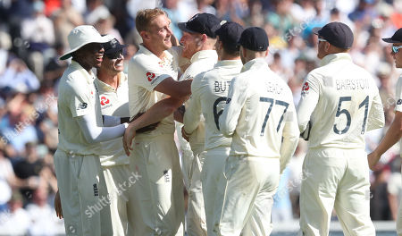 England's Stuart Broad (3rd L) celebrates the wicket of Steve Smith of Australia out for 23 runs caught England's Ben Stokes (4th L)