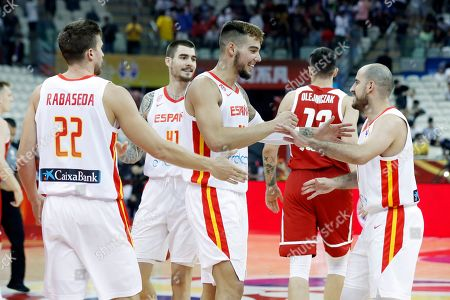 Willy Hernangomez Geuer (C) of Spain celebrates with teammates their win after the FIBA Basketball World Cup 2019 quarter final? match between Spain and Poland in Shanghai, China, 10 September 2019.
