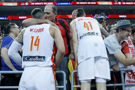 Willy Hernangomez Geuer (L) and Juancho Hernangomez (R) of Spain celebrate with supporters after the FIBA Basketball World Cup 2019 quarter final? match between Spain and Poland in Shanghai, China, 10 September 2019.