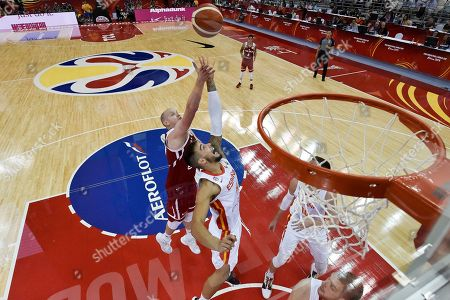 Willy Hernangomez Geuer of Spain (C) in action during the FIBA Basketball World Cup 2019 quarter final? match between Spain and Poland in Shanghai, China, 10 September 2019.