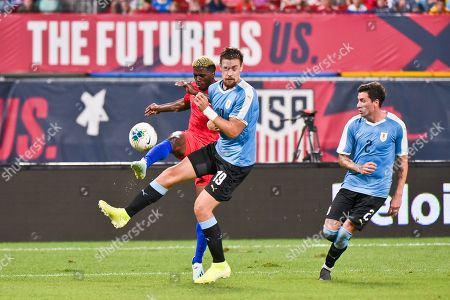 Uruguay defender Sebastian Coates (19) flinches to avoid being hit by the crossing pass of US Men's National Team forward Gyasi Zardes (9) during the final match before the Concacaf Nations League as the United States Men's National Team hosted Uruguay at Busch Stadium in St. Louis City, MO Ulreich/CSM