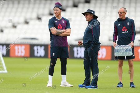 Ben Stokes talks with Trevor Bayliss Head Coach of England