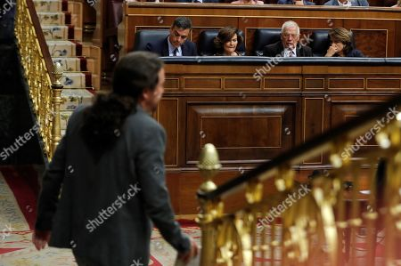 Leader of Spanish party Podemos, Pablo Iglesias (back to camera), walks past Spanish acting Prime Minister Pedro Sanchez, Spanish acting deputy Prime Minister Carmen Calvo (2L), Spanish acting Foreign Minister Josep Borrell (2R) and acting Justice Minister Dolores delgado (R) during question time at the Lower House in Madrid, Spain, 11 September 2019. Spanish acting Prime Minister, Pedro Sanchez, is to appear at Parliament to inform about the contents of the agreements achieved during the last European Union Council meetings held in June and July 2019 as well as to report the last developments on brexit.