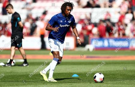 Alex Iwobi of Everton warms up.