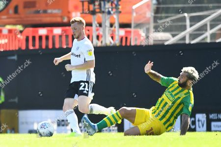Charlie Austin of West Bromwich Albion tackles Harrison Reed of Fulham