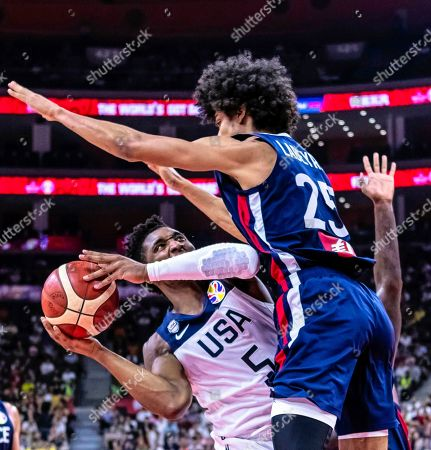 Donovan Mitchell (L) of the USA in action against Louis Labeyrie (R) of France during the FIBA Basketball World Cup 2019 quarter final match between the USA and France in Dongguan, China, 11 September 2019.