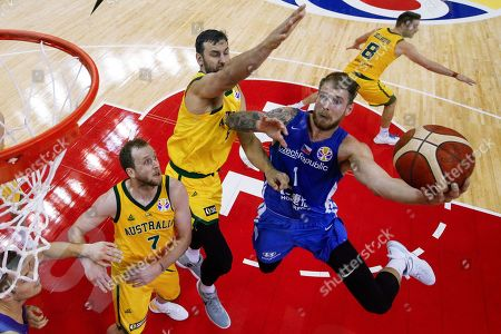 Patrik Auda of Czech Republic goes for a shot over Joe Ingles and Patty Mills of Australia during their quarterfinals match for the FIBA Basketball World Cup at the Shanghai Oriental Sports Center in Shanghai, China, 11 September 2019.